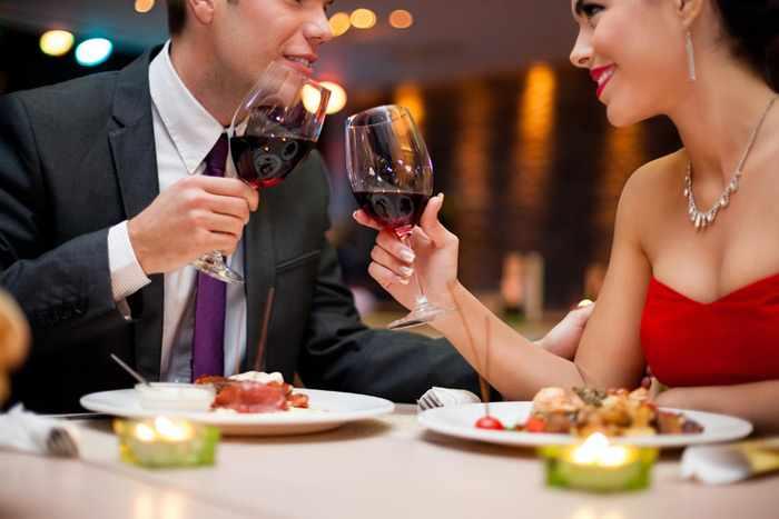 Как отметить 23 февраля с любимым: ужин в ресторане