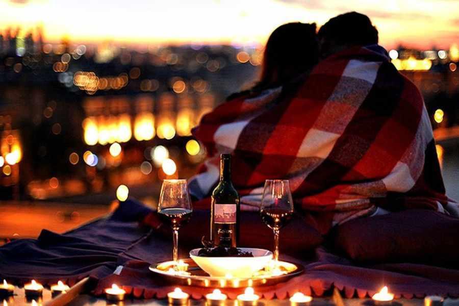 Устроить романтический ужин при свечах